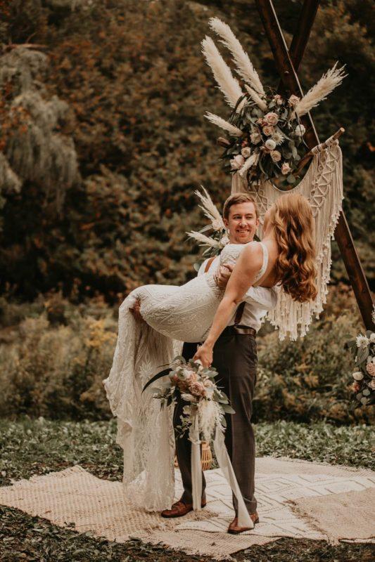 sarah-martin-photo-autumn-elopement-inspiration-boho-outdoor-destination-wedding-elope-micro15_1