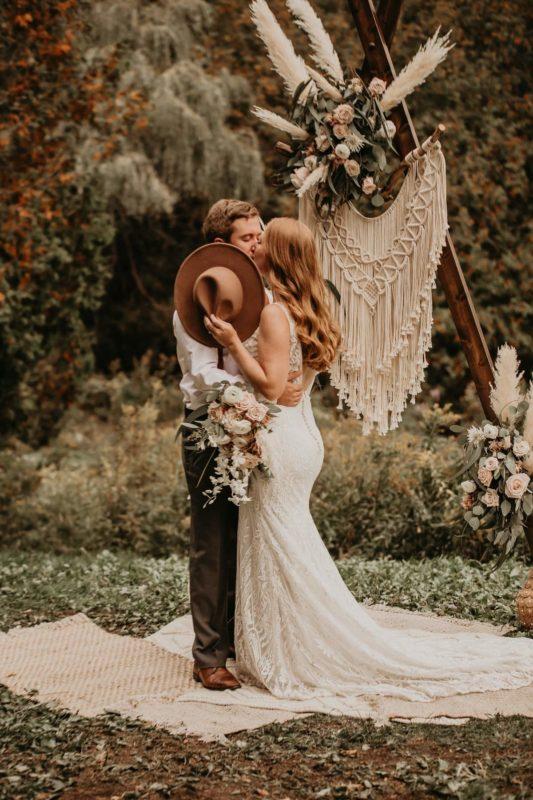 sarah-martin-photo-autumn-elopement-inspiration-boho-outdoor-destination-wedding-elope-micro17