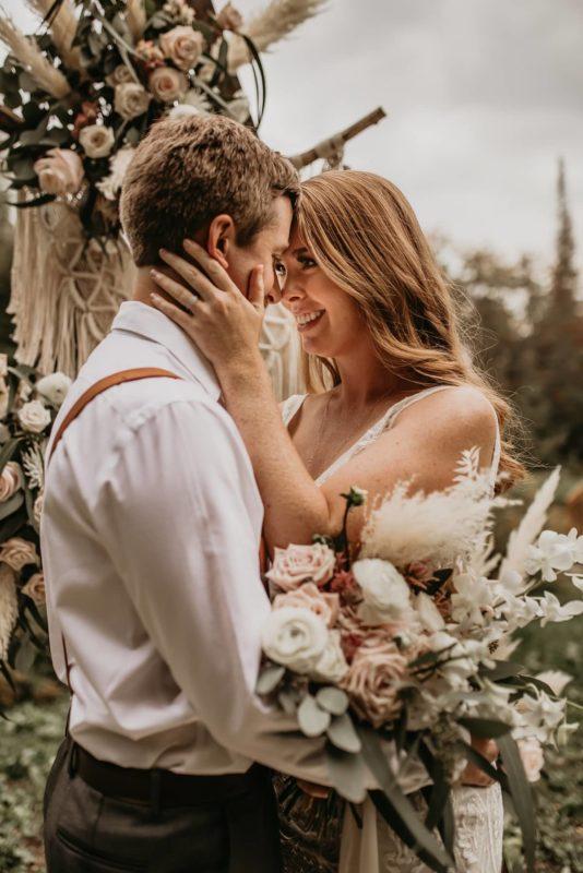 bouquet-flowers-sarah-martin-photo-fall-autumn-elopement-inspiration-boho-outdoor-destination-wedding-elope-micro49