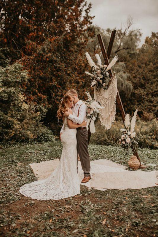 sarah-martin-photo-autumn-fall-elopement-inspiration-boho-outdoor-destination-wedding-elope-micro54