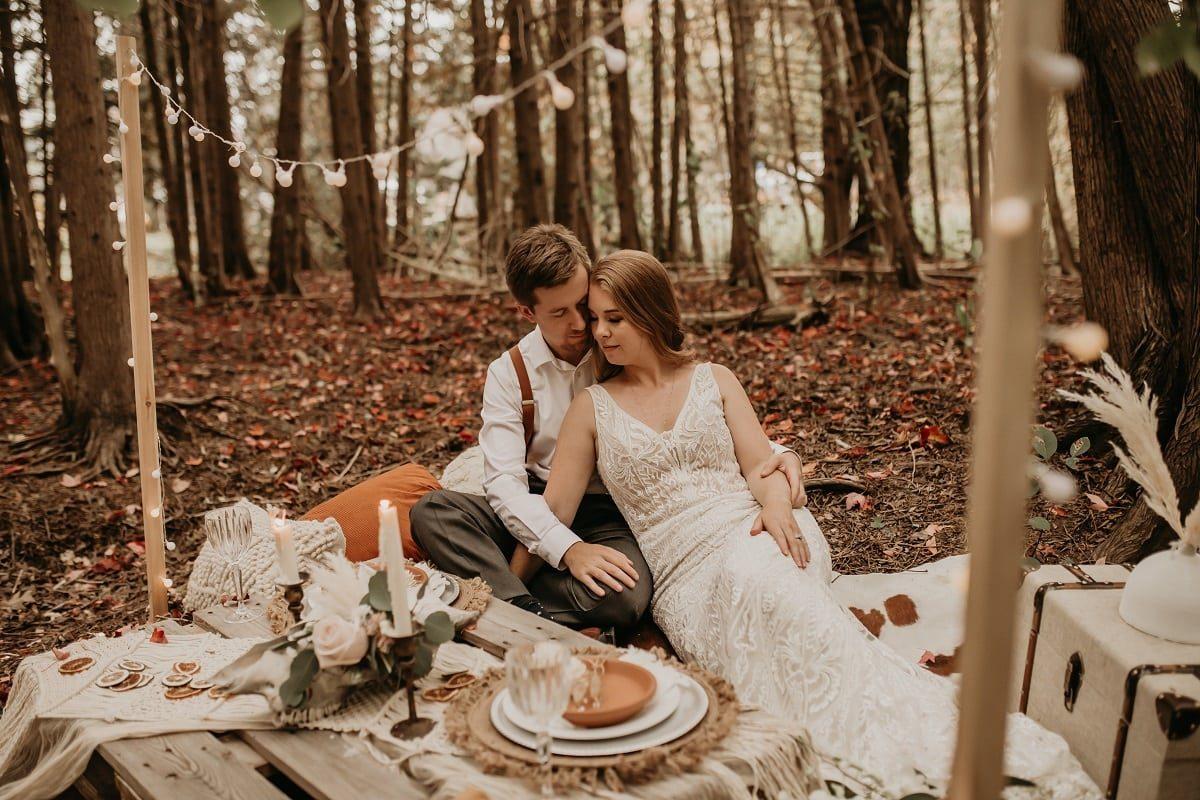 romantic-picnic-candle-sarah-martin-photo-autumn-elopement-inspiration-boho-outdoor-destination-wedding-elope-micro57