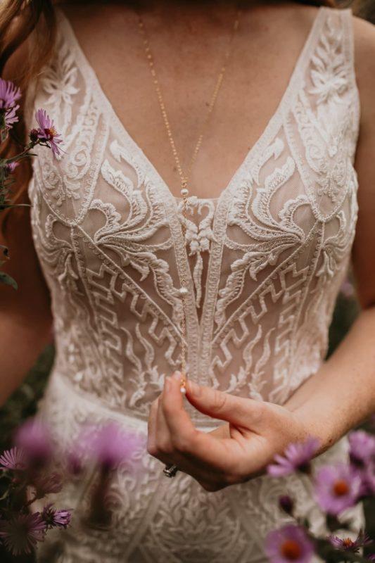 lace-dress-sarah-martin-photo-autumn-fall-elopement-inspiration-boho-outdoor-destination-wedding-elope-micro63
