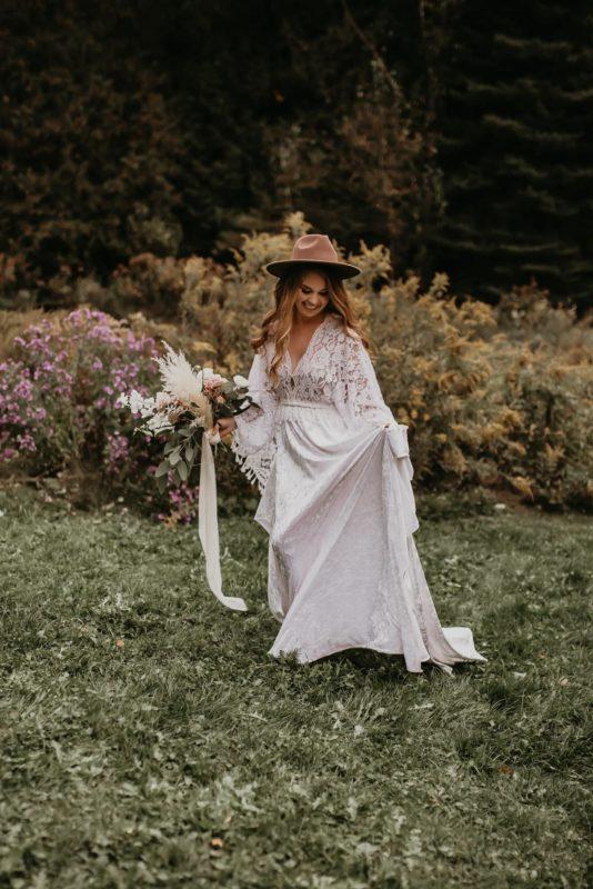 dress-relaxed-sarah-martin-photo-autumn-fall-elopement-inspiration-boho-outdoor-destination-wedding-elope-micro69
