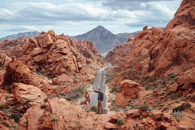 swell-and-stone-las-vegas-elope-destination-wedding-photographer-elopement-usa-nevada-micro-packages-valley-of-fire-state-park-engagement