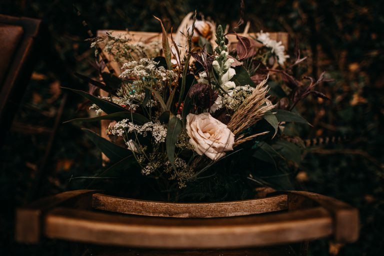 unfurl10-photography-woodland-elopement-wedding-inspiration-outdoor-enchanted-forest-intimate-ceremony-elope-boho-floral-flower-bouquet