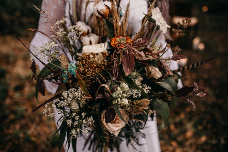 unfurl12-photography-woodland-elopement-wedding-inspiration-outdoor-enchanted-forest-intimate-ceremony-elope-boho-floral-bridal-bouquet