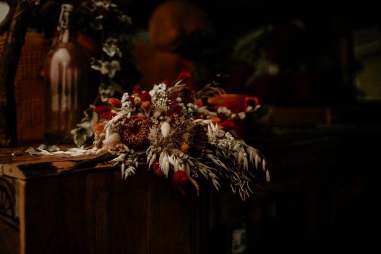 unfurl21-photography-lake-district-van-life-elopement-wedding-countryside-elope-boho-inspiration-hip-adventure-outdoor-england-dried-flower-bouquet