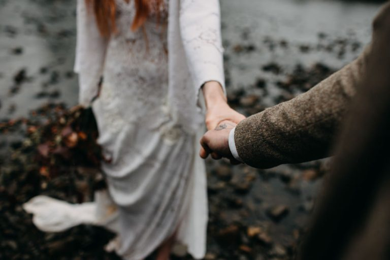 unfurl43-photography-glencoe-elopement-wedding-inspiration-outdoor-mountains-scottish-highlands-intimate-ceremony-elope-boho-bride-groom