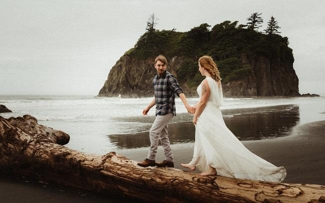 washington-olympic-peninsula-elopement-destination-wedding-packages-intimate-beach-coast-ceremony-pnw