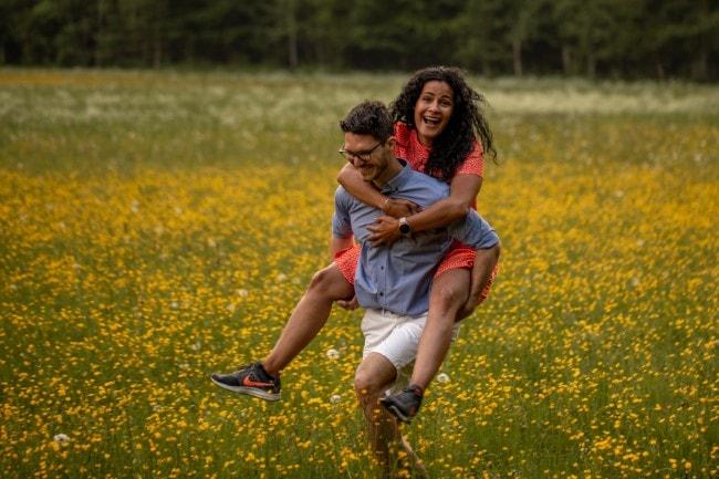 wild-embrace10-elopement-packages-destination-wedding-photographer-austria-elope-europe-wildflowers-spring-engagment-vorarlberg (Blog)