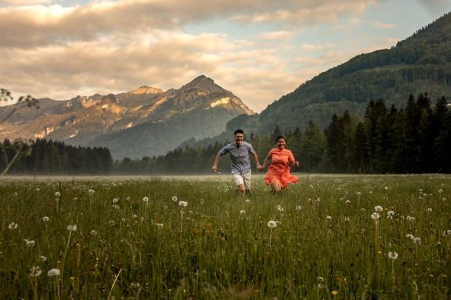 wild-embrace12-elopement-packages-destination-wedding-photographer-austria-elope-europe-wildflowers-spring-engagment-vorarlberg (Blog)