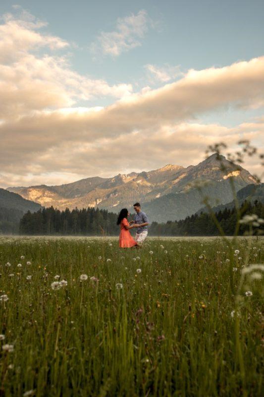 wild-embrace13-elopement-packages-destination-wedding-photographer-austria-elope-europe-wildflowers-spring-engagment-vorarlberg (Portrait)