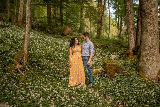 wild-embrace17-elopement-packages-destination-wedding-photographer-austria-elope-europe-wildflowers-spring-engagment-vorarlberg (Blog)