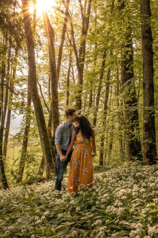 wild-embrace20-elopement-packages-destination-wedding-photographer-austria-elope-europe-wildflowers-spring-engagment-vorarlberg (Portrait)