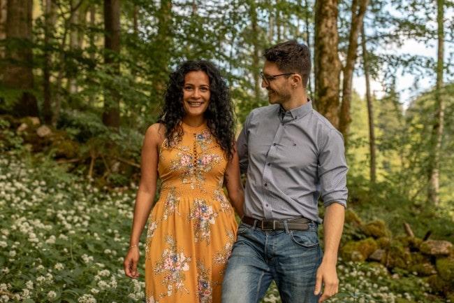 wild-embrace23-elopement-packages-destination-wedding-photographer-austria-elope-europe-wildflowers-spring-engagment-vorarlberg (Blog)_1