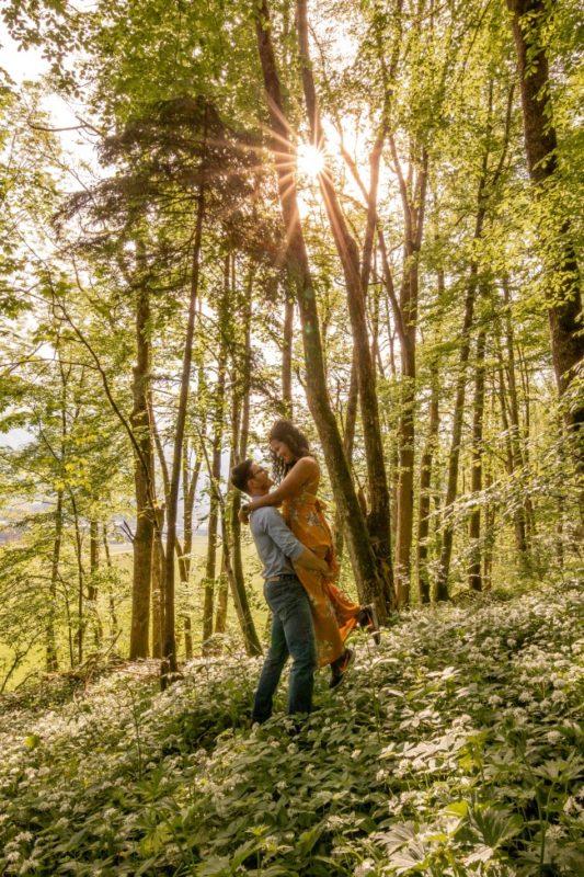 wild-embrace24-elopement-packages-destination-wedding-photographer-austria-elope-europe-wildflowers-spring-engagment-vorarlberg (Portrait)