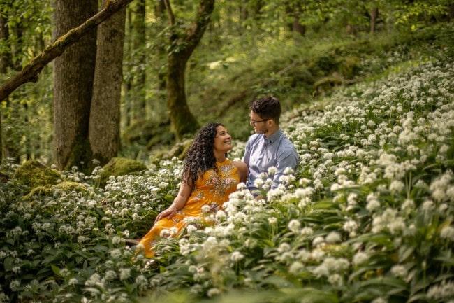 wild-embrace25-elopement-packages-destination-wedding-photographer-austria-elope-europe-wildflowers-spring-engagment-vorarlberg (Blog)_1
