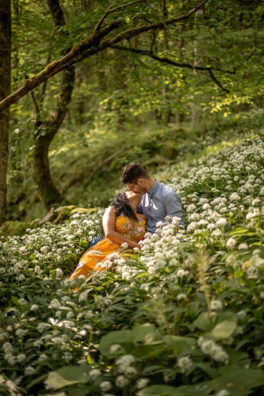 wild-embrace26-elopement-packages-destination-wedding-photographer-austria-elope-europe-wildflowers-spring-engagment-vorarlberg (Portrait)