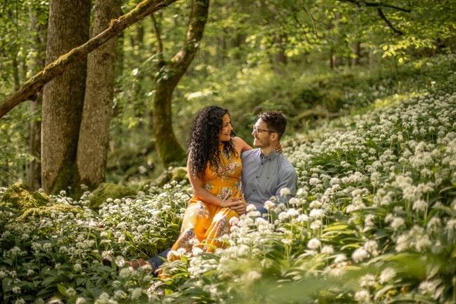 wild-embrace27-elopement-packages-destination-wedding-photographer-austria-elope-europe-wildflowers-spring-engagment-vorarlberg (Blog)_1