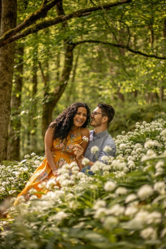 wild-embrace31-elopement-packages-destination-wedding-photographer-austria-elope-europe-wildflowers-spring-engagment-vorarlberg (Portrait)