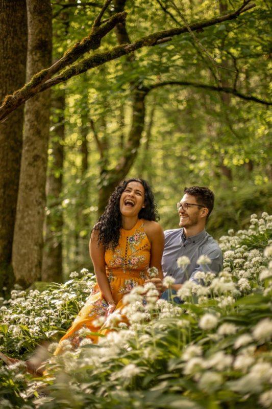 wild-embrace32-elopement-packages-destination-wedding-photographer-austria-elope-europe-wildflowers-spring-engagment-vorarlberg (Portrait)