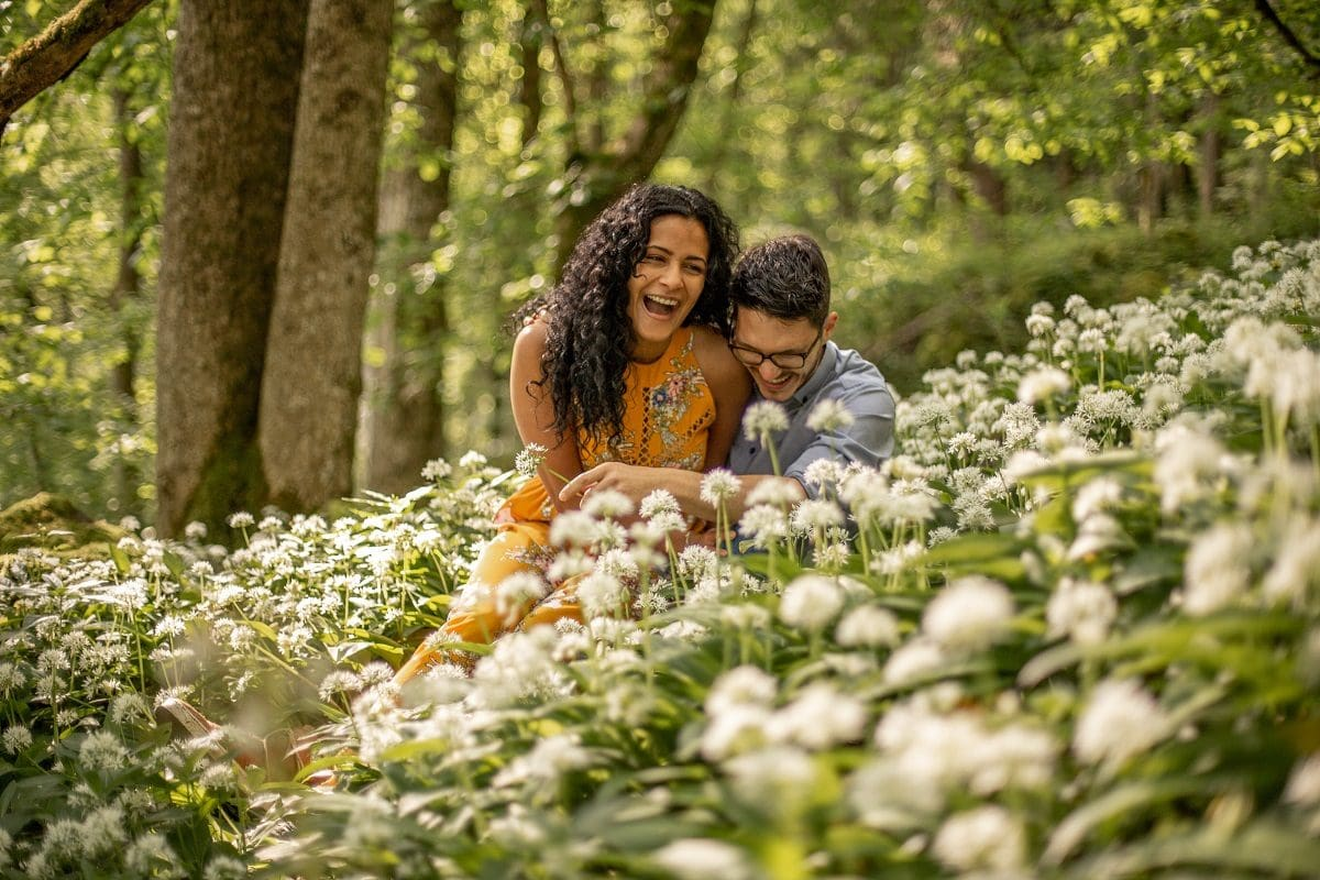 wild-embrace33-elopement-packages-destination-wedding-photographer-austria-elope-europe-wildflowers-spring-engagment-vorarlberg-ban