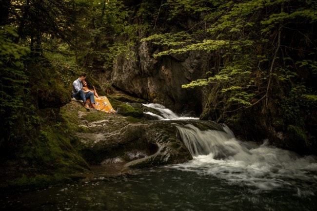 wild-embrace41-elopement-packages-destination-wedding-photographer-austria-elope-europe-wildflowers-spring-engagment-vorarlberg (Blog)