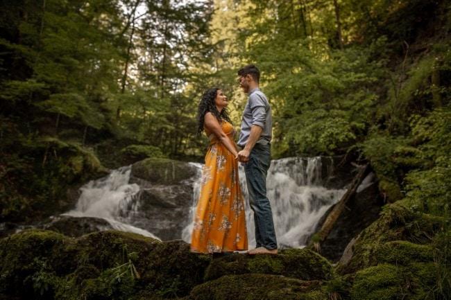 wild-embrace45-elopement-packages-destination-wedding-photographer-austria-elope-europe-wildflowers-spring-engagment-vorarlberg (Blog)