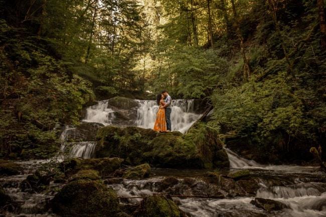 wild-embrace47-elopement-packages-destination-wedding-photographer-austria-elope-europe-wildflowers-spring-engagment-vorarlberg (Blog)
