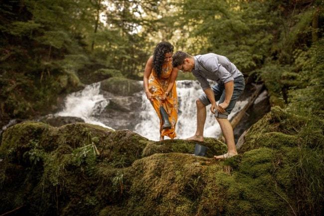 wild-embrace49-elopement-packages-destination-wedding-photographer-austria-elope-europe-wildflowers-spring-engagment-vorarlberg (Blog)