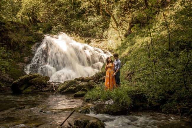wild-embrace56-elopement-packages-destination-wedding-photographer-austria-elope-europe-wildflowers-spring-engagment-vorarlberg (Blog)